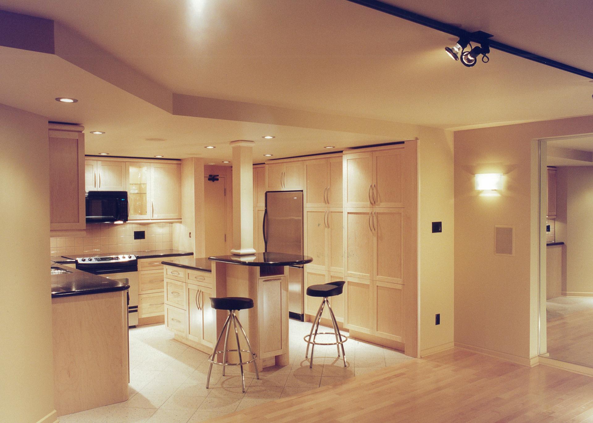 condo kitchen1.jpg
