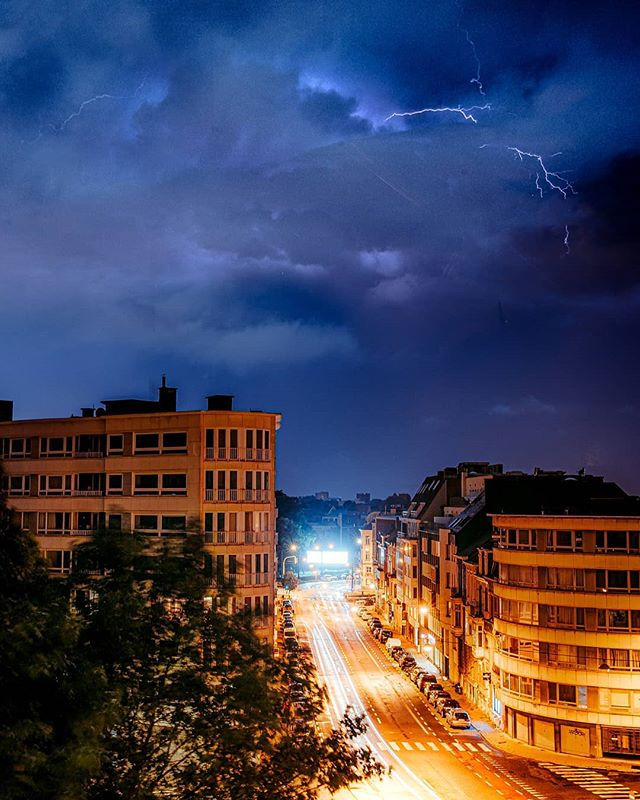 About an hour ago in Ghent City, taken from my apartment 🤩 It might not be the best lightning photo, but hey it's something 🤓  #nikon850 #awesomeearth #ghent #nikonbelgium #living_europe #beautifuldestination #moodygrams #gramslayers #agameoftones  #ourplanetdaily #earth_deluxe  #theimaged  #earthofficial  #allnatureshots #earthherpeople #instagood #thegreatoutdoors #traveleurope  @ourplanetdaily @moodygrams #lightning #thunder #noodweer @beautifuldestinations @agameoftones