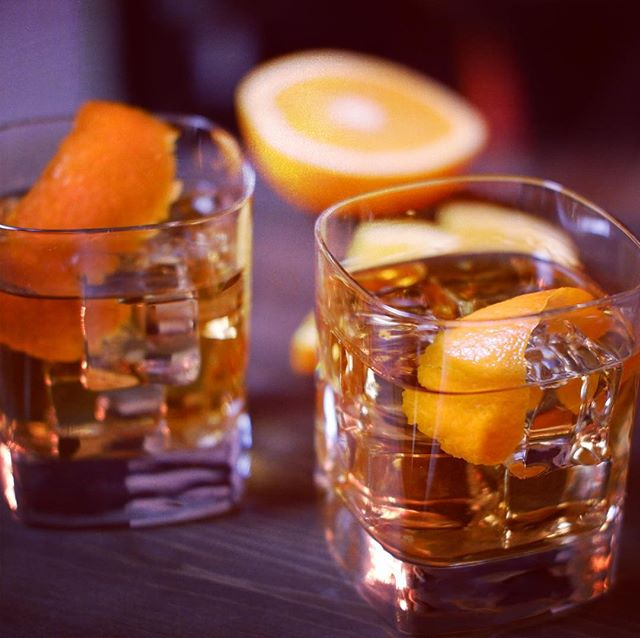 We're huge fans of Old Fashioneds here at the GG, especially when it's cool outside. Right now we have @egansirishwhiskey Vintage Grain in our glasses. Made from single grain whiskey and aged for a minimum of eight years, this premium Irish offering tastes great on its own and just a fine in a well-made cocktail. #whiskeywednesday 📷: @instagraffitti . . . . #whiskey #oldfashioned #mixology #cocktails #drinks #imbibe #classiccocktails #drinkporn #cocktailporn #spirits #happyhour