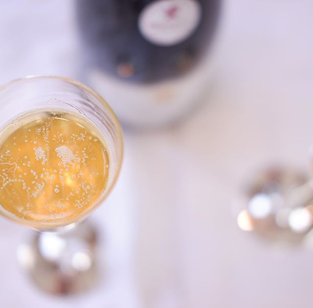 Here's to May -- may it finally bring brunch in sidewalk cafés, drinks on rooftops and sun dresses & sandals! . . . . . . #domainepaulbuisse #spring #springinnyc #tipsytuesday #bubbles #cheers #cremantdeloire #cremant  #loirevalleywine #wine #sparklingwine #frenchwine