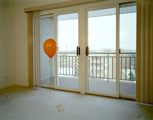BALLOON IN A ROOM