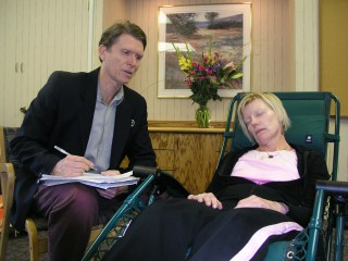 Randal Churchill demonstrates uncovering work in hypnotherapy with a volunteer in a Level 4 class.
