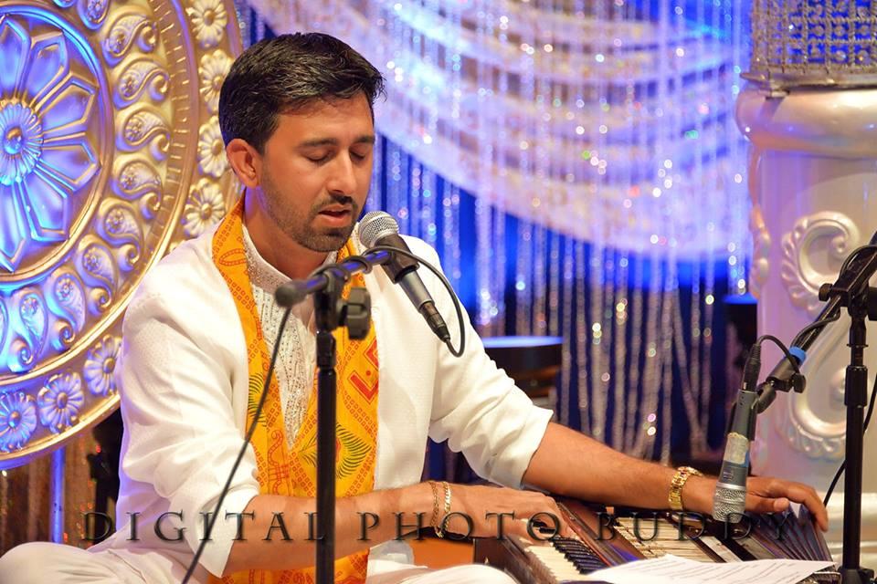 Pandit Manoj Jadubans at Bhakti Sargam 2014, Photo Credit: Digital Photo Buddy