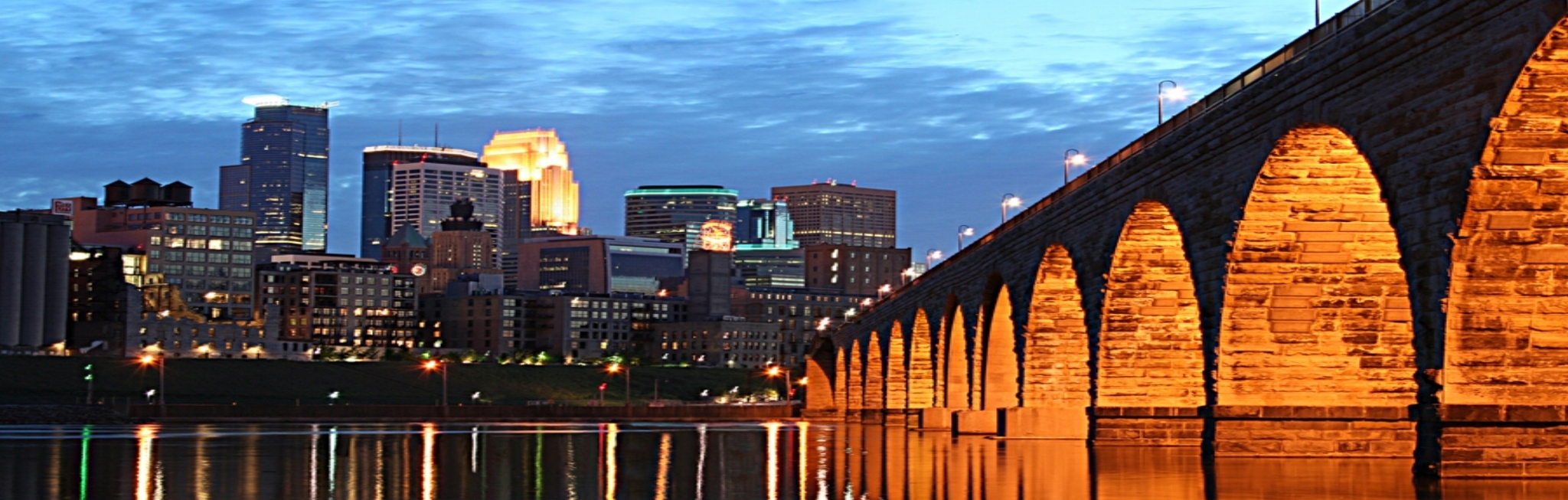 01_Minneapolis_Skyline_Photography_Stone_Arch_Bridge.jpg