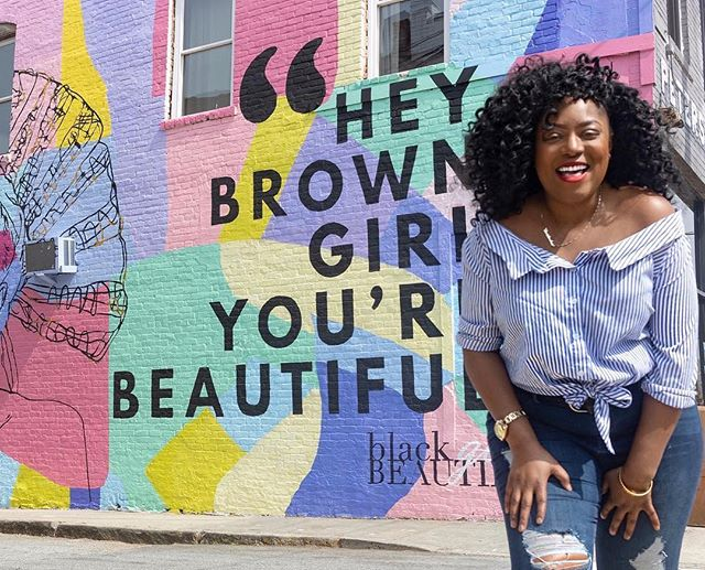 Happy Saturday, lovelies. Get out, enjoy the sunshine, and remember that you are everything!  Photo from @deeblanca 📸 via @_devinaire. #heybrowngirlmural