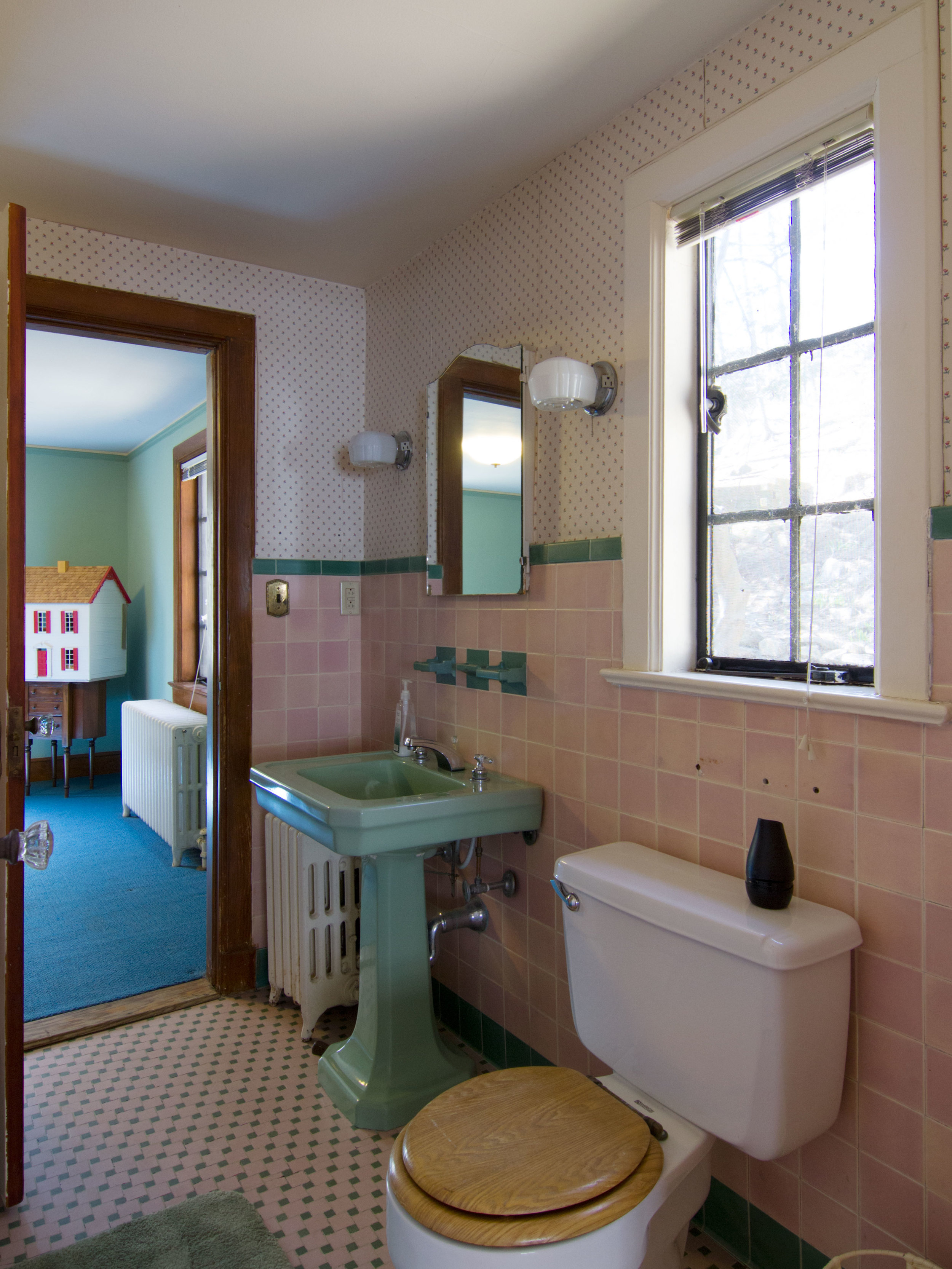 8_Bathroom_1.jpg