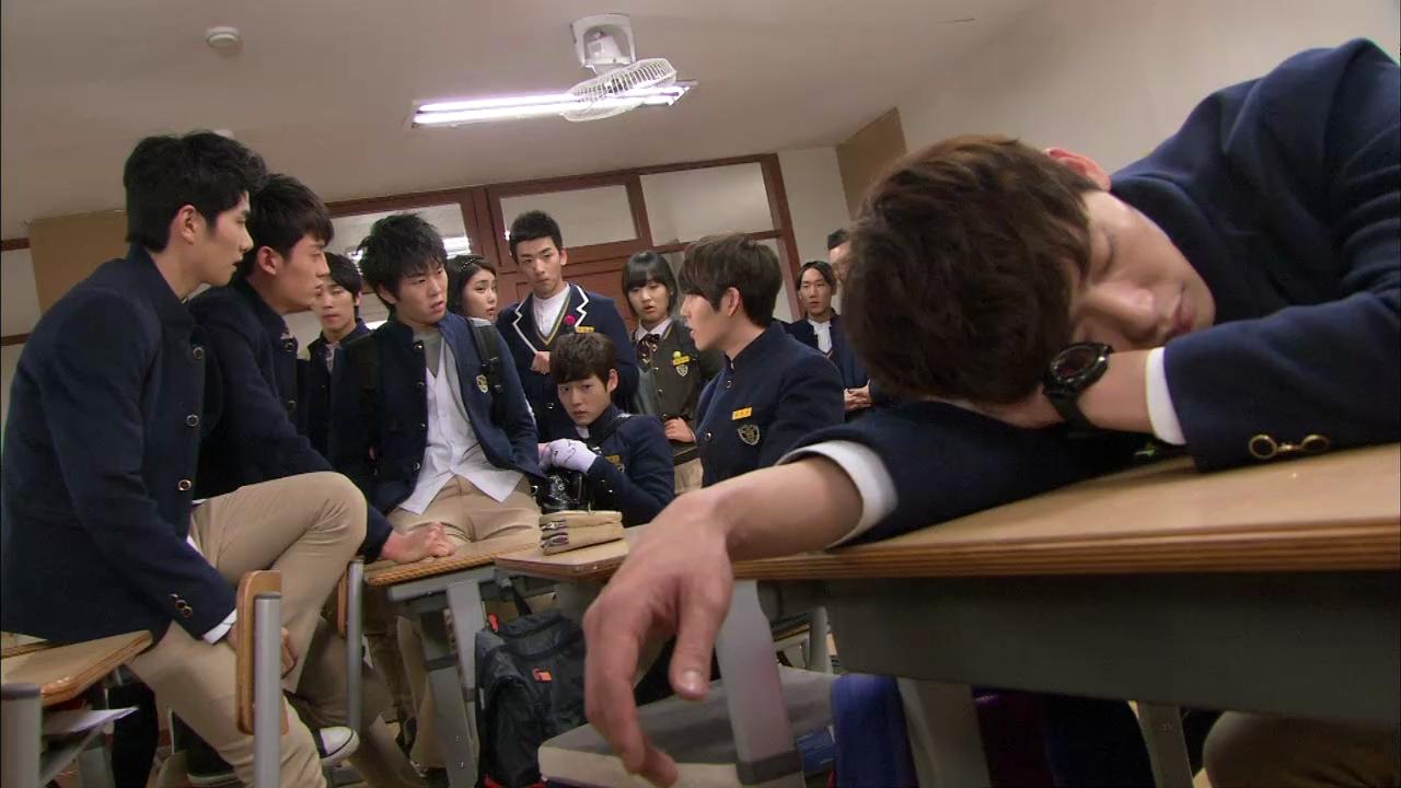 Cast of  School 2013  //  Source:  KBS2