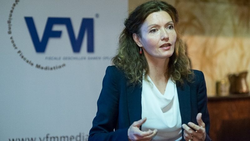 Adélka Vendl is psycholoog, provocatief, uitdagend, warm, gepassioneerd en analytisch.  Zij heeft een eigen praktijk waarin zij zich vooral richt op (jonge) vrouwen met carrière, ambitieuze professionals, leidinggevenden en ondernemers. Zij leidt andere hulpverleners op en is begonnen met haar promotie over provocatief coachen. Haar promotor is Martin Euwema van de KU in Leuven.