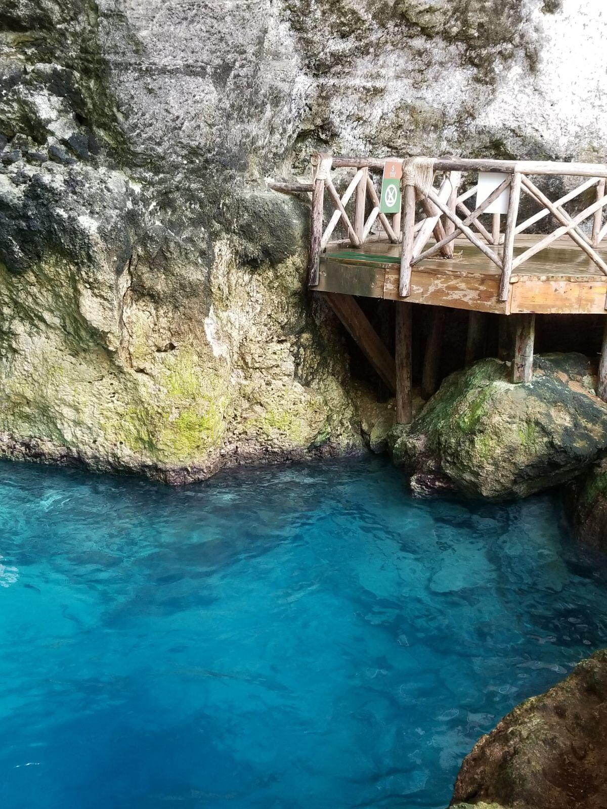dominican republic scape park hoyo azul