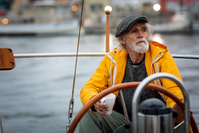lou-mora-lifestyle-old-man-sailing-001.jpg