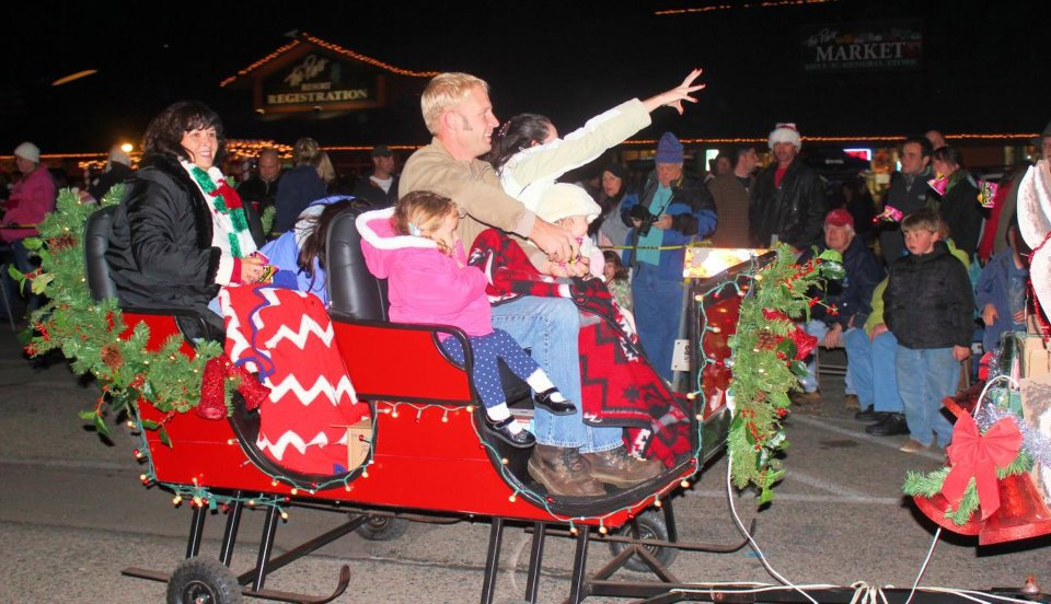 Bass Lake Tree Lighting & Parade
