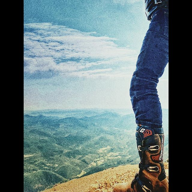 Top of the world with BOLID'STER armored moto jeans from France. Stylish and strong. #bolidster #ridester #thisiseunique