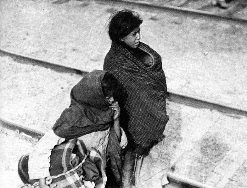 Mexican refugees crossing into El Paso, 1914.