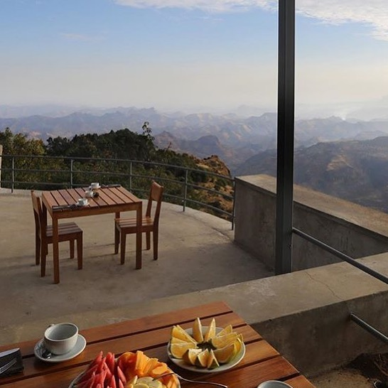 THIS is where you want to be on your next adventure to epic Ethiopia. Perfectly situated in the Simien Mountains is Limalimo Lodge. 🙌🏻 Limalimo is regularly voted one of the best hotels in Ethiopia - a simple yet luxurious place to stay that exemplifies responsible tourism, without scrimping on the important bits.
