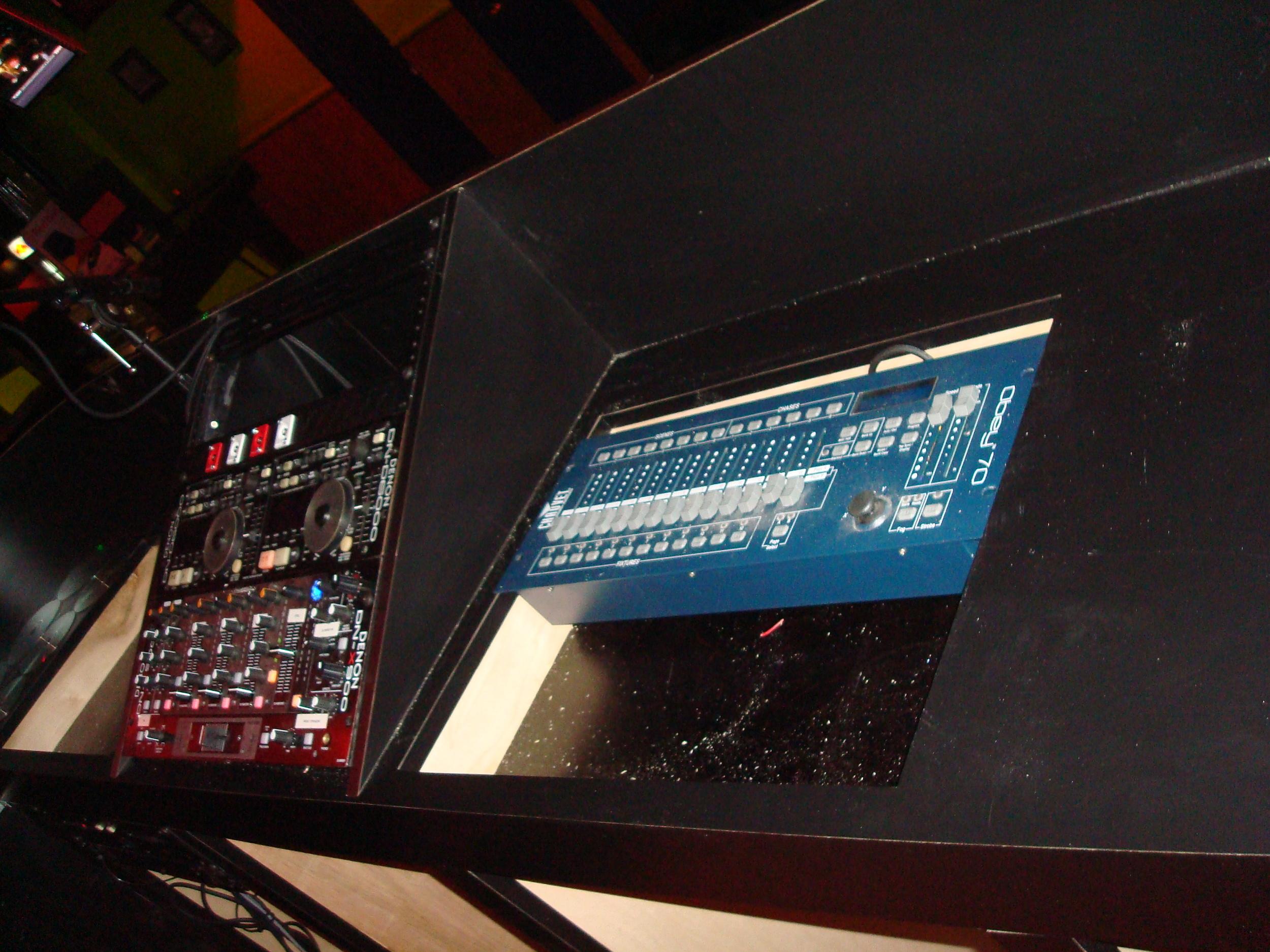 Bahamma Mamma's  Hoboken Custom DJ Booth 4.JPG