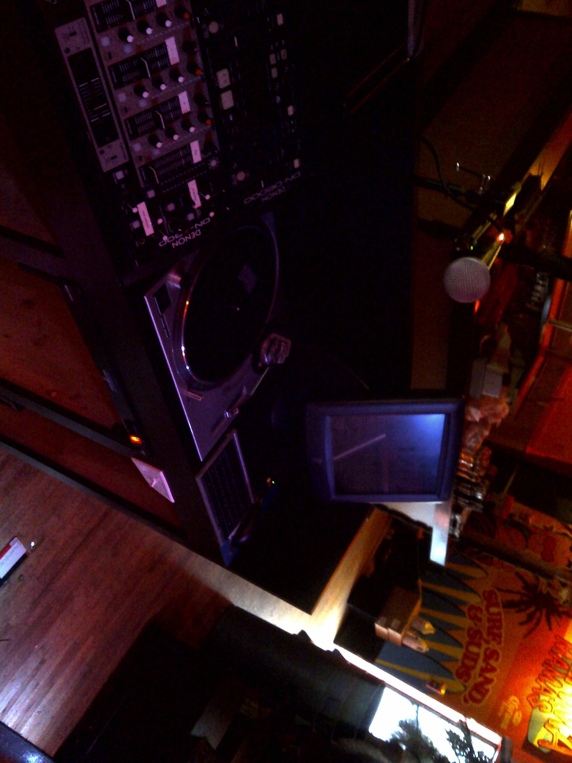 bahamma mammas custom dj booth.jpg