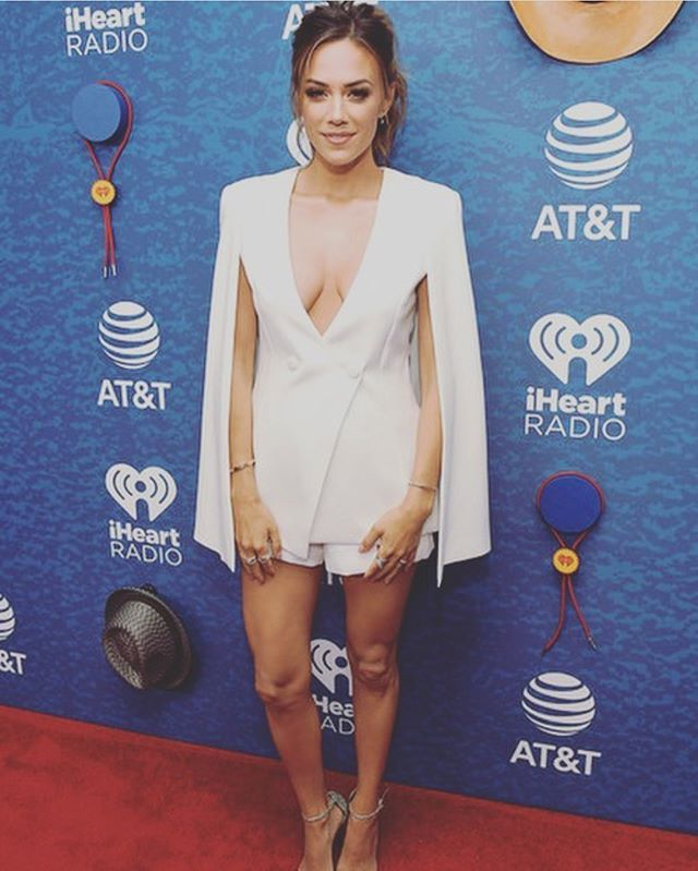 We ❤️ @kramergirl's look at the @iheartradio @iheartcountry #music fest 🎶 • Makeup by @emmawillismakeup Dress by @lavishalice • #CONTOURFOSSA 💋