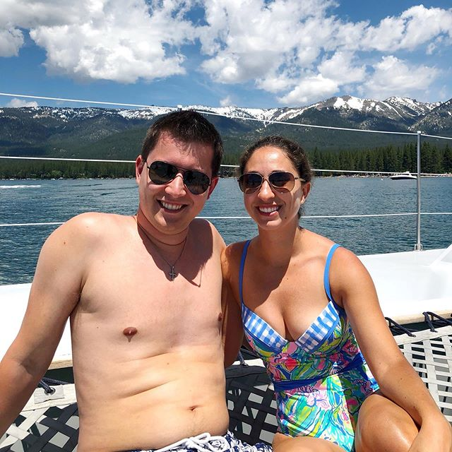 Sun ☀️& snow-capped mountains 🏔  #californiadreamin #laketahoe #california #birthdaytrip #lakeside #boatride #lilypullitzer #sunsoutgunsout