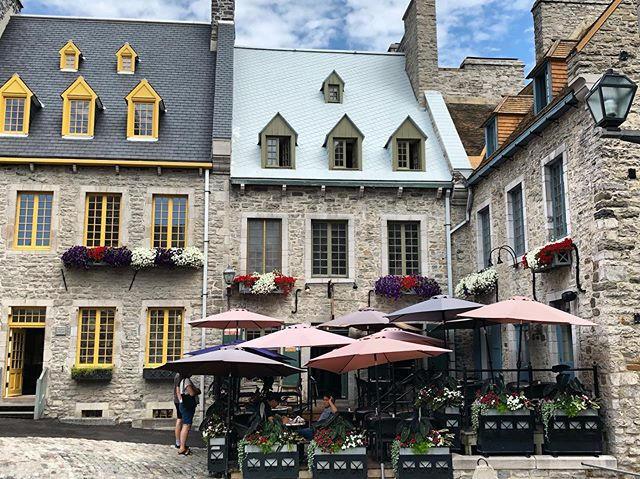 Walking around in a fairytale today... 👑⚔️🛡🇨🇦 * * * #oldquebeccity #quebeccity #canada #oldtownsquare #historictown #touristabroad #newfrance #frenchvillage #travel #summertime #vacation