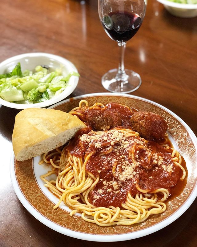Just a light Sunday lunch🍝. Had a blast at the Christopher Columbus Italian Society eating great food and enjoying the great company of so many Italian-Americans in San Antonio, including my big ol' familgia! All this food for only $9! All are welcome.  #christophercolumbusitaliansociety #ccis #makesundayitalianagain #spaghettiandmeatballs #italianfood #familylunch #familydinner #sanantonio