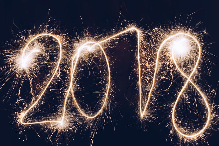 2018-new-year-sparkler-writing_925x.jpg