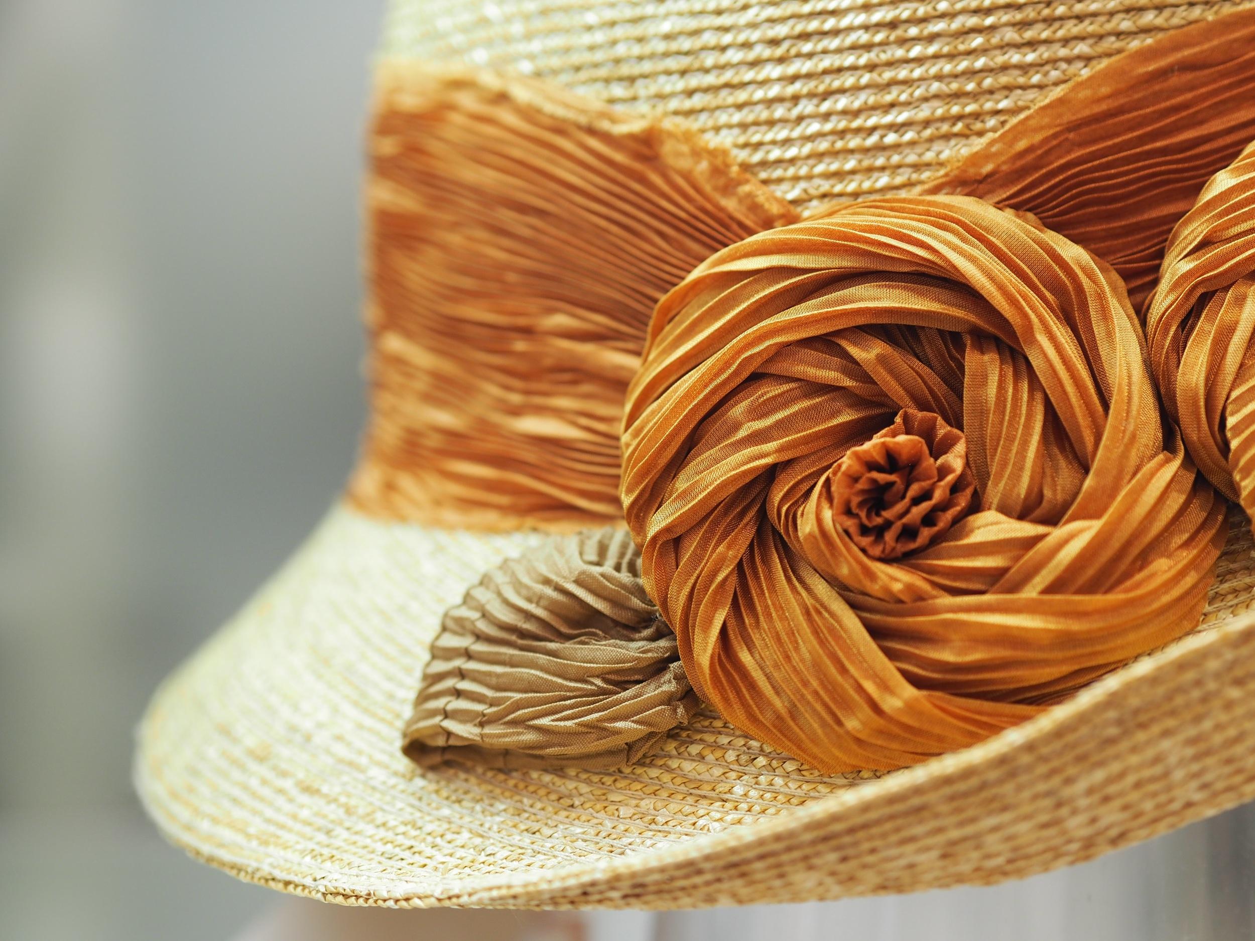 Italian cliche laichow straw and ahi or flower $550