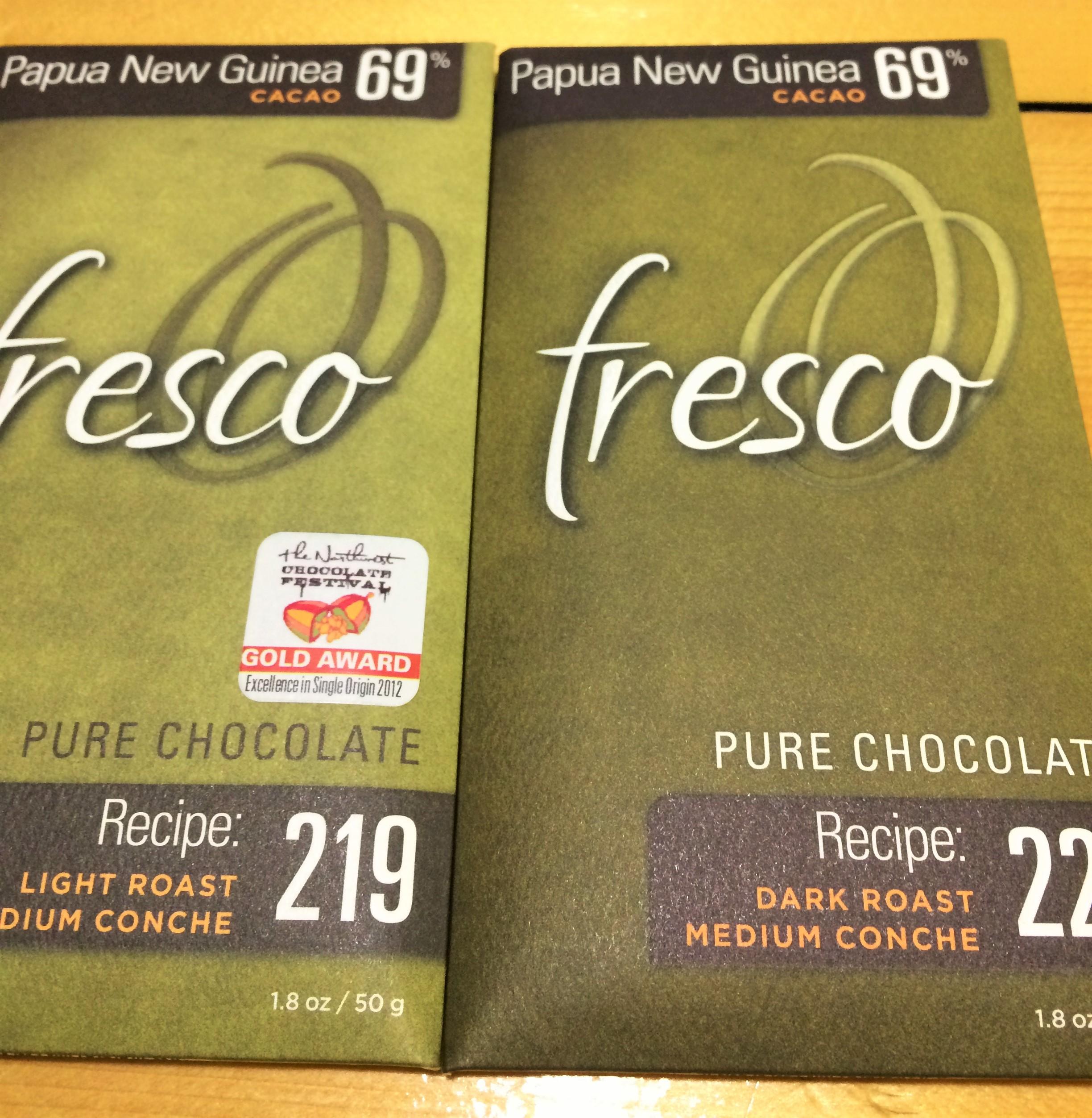 Fresco's PNG bar: light roast vs dark roast, both with a medium conche.