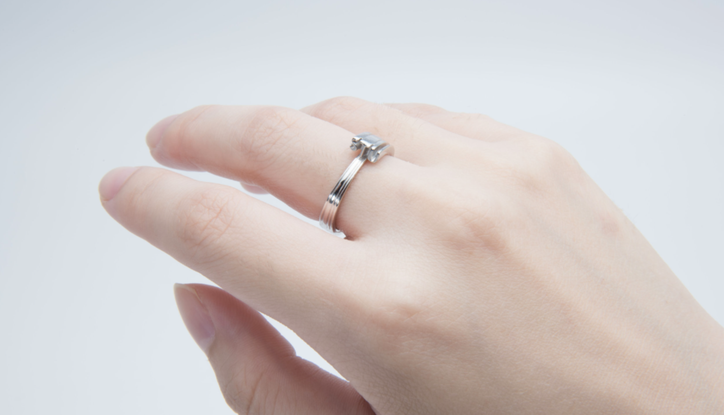 hand ring.png