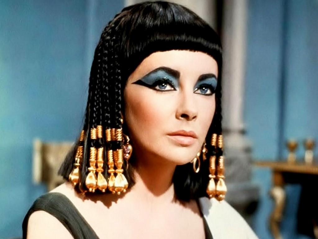 Elizabeth Taylor (da Cleopatra, 1963)