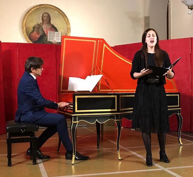 """un bis con sorpresa... grazie alla bravissima @maria_elena_pepi per aver cantato """"Music for a While"""" di Henry Purcell con grande talento. #concerto #roma #clavicembalo #romaeventi #henrypurcell #musicforawhile"""