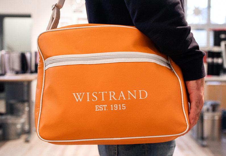 Nkel har hjälpt Wistrand ta fram en massa jubileumsmaterial, allt från själva jubileumslogotypen till godisaskar, brädspel och väskor.