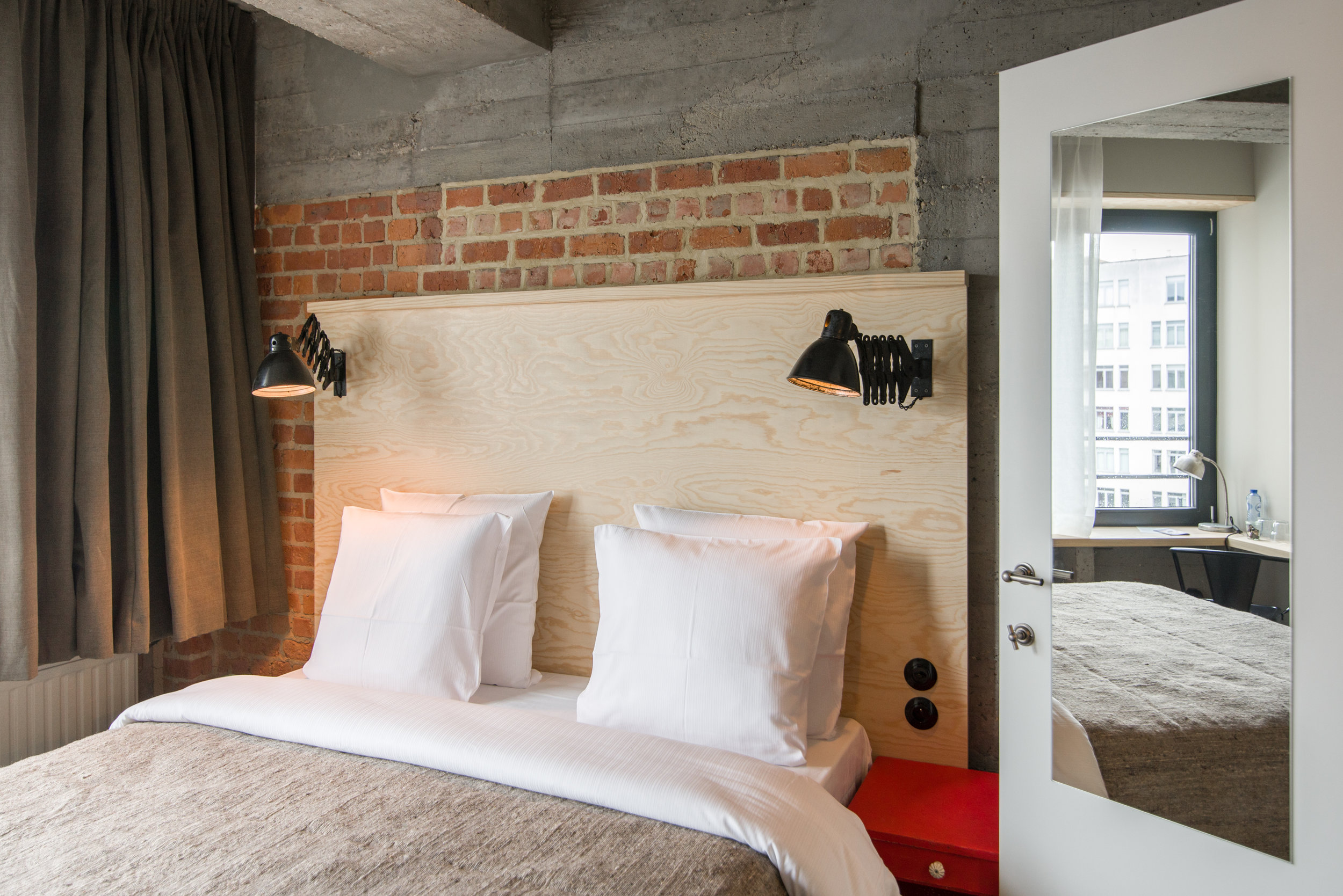 jam-hotel-brussels-rooms-extra-room-03.jpg