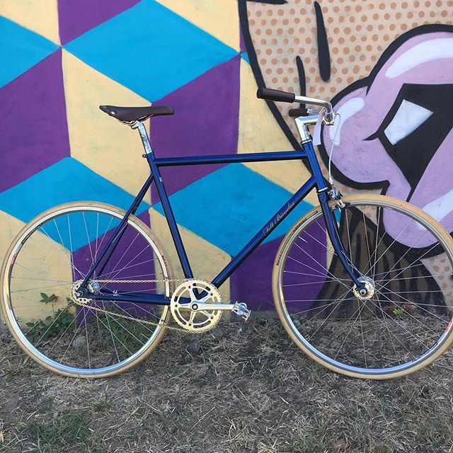 Another beautiful single speed for sale. 58cm Felt bike. Shiny and leather and classy all come to mind.