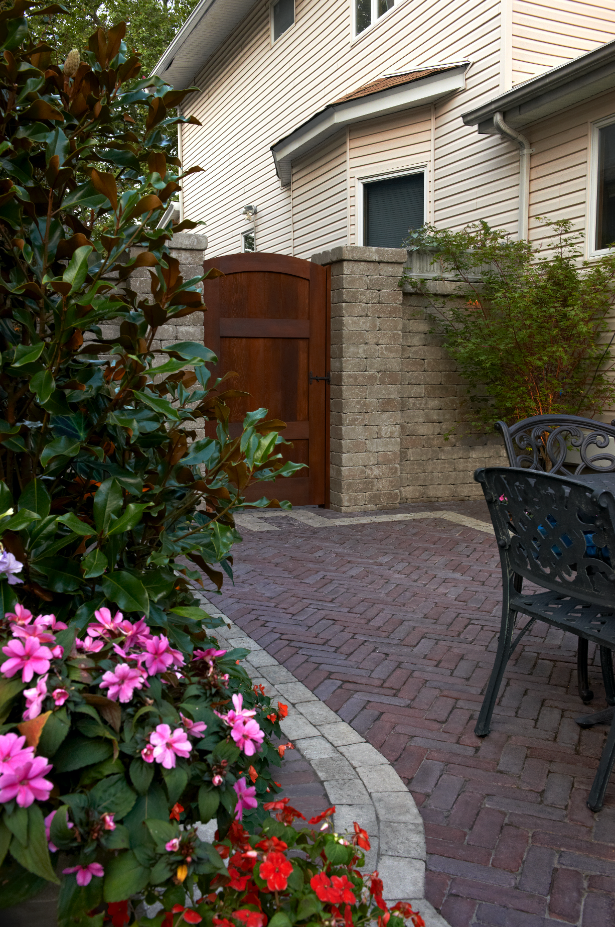 4 Ways to Decorate Your East Hampton, NY, Courtyard with Masonry
