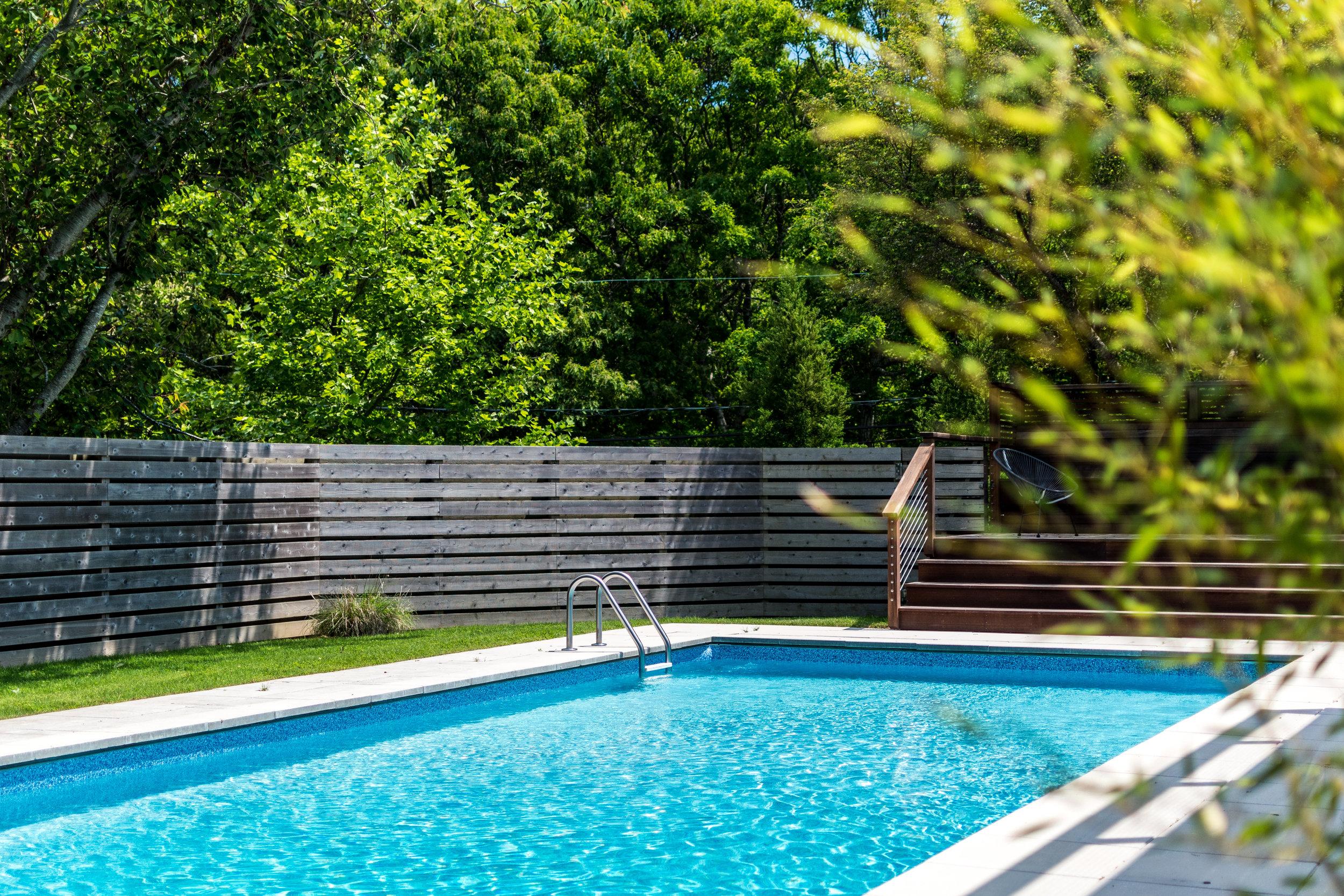 5 Landscaping Tips for Long and Narrow East Hampton, NY, Backyards