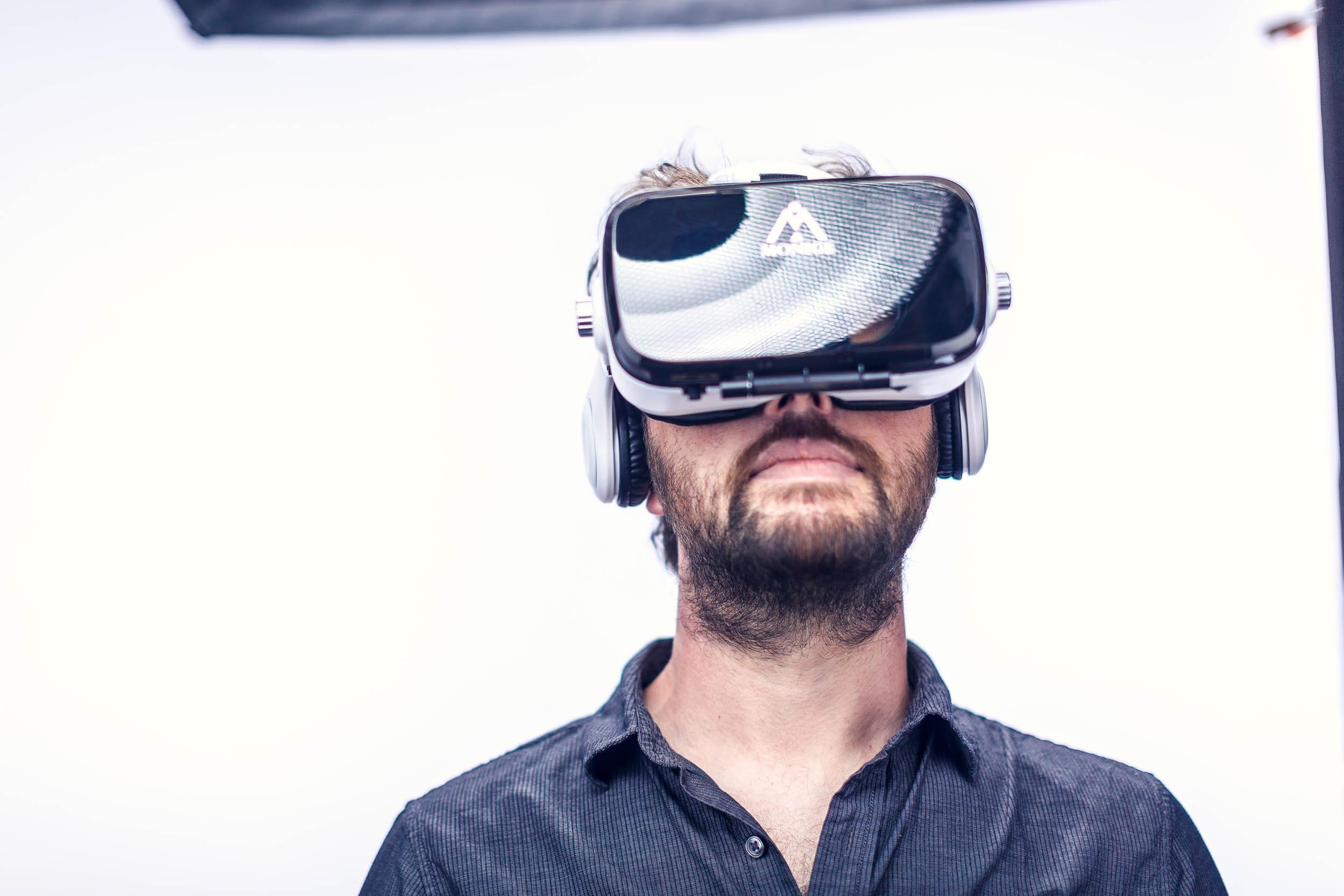 Bruce VR Goggles_3606.jpg