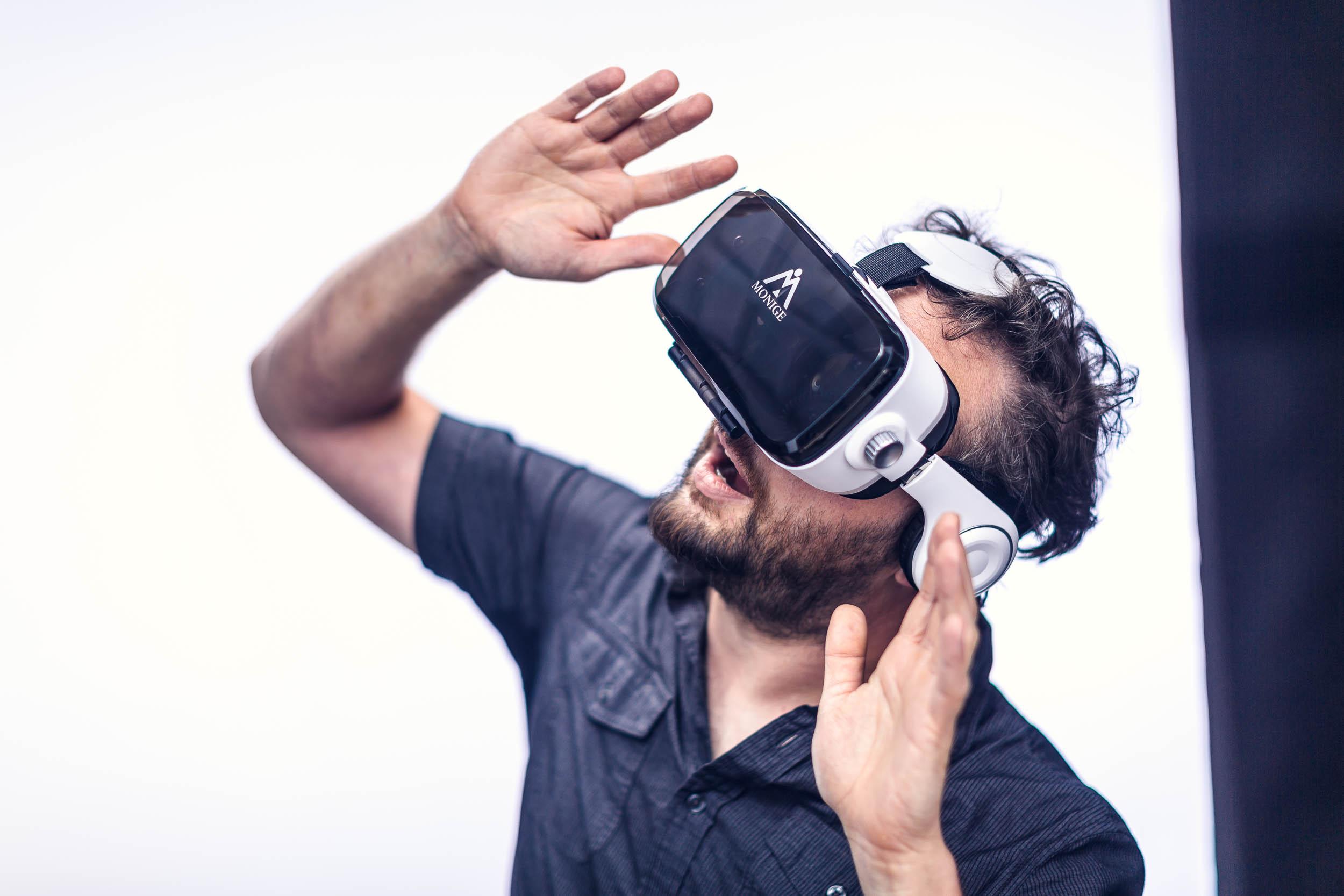 Bruce VR Goggles_3632.jpg