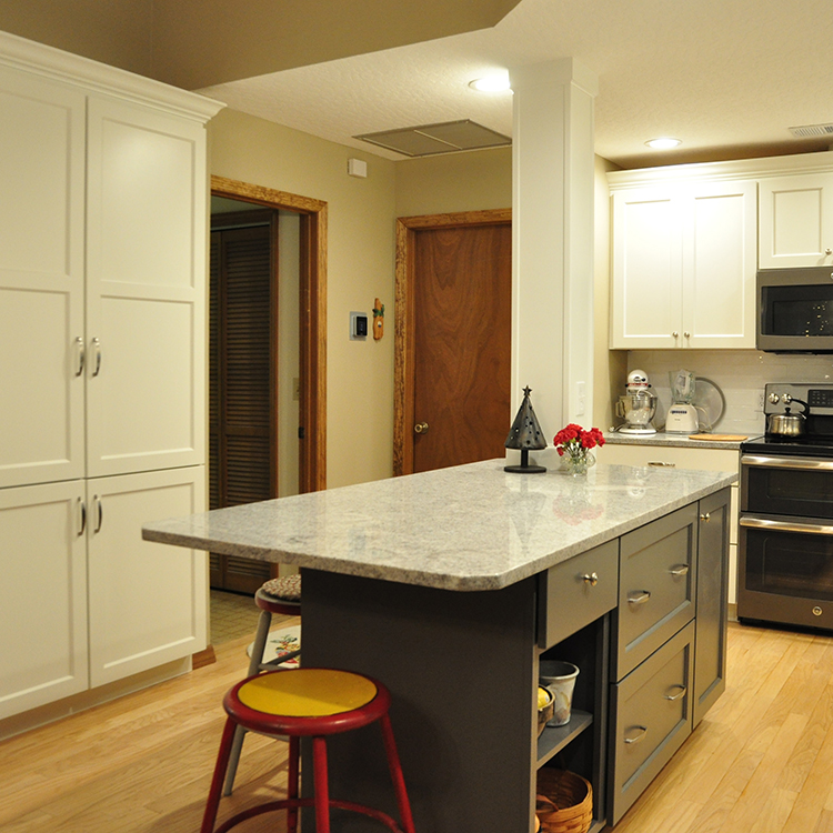 Flat Recess Panel Doors, White & Gray Cabinetry, Crown Molding