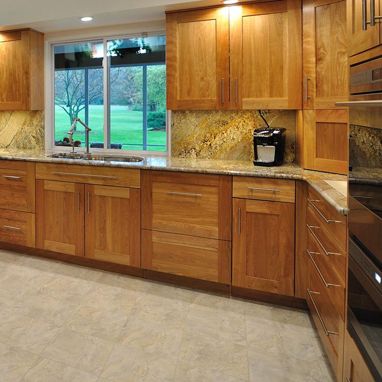 Stainless Bar Pulls, Granite Backsplash, Flush Appliances