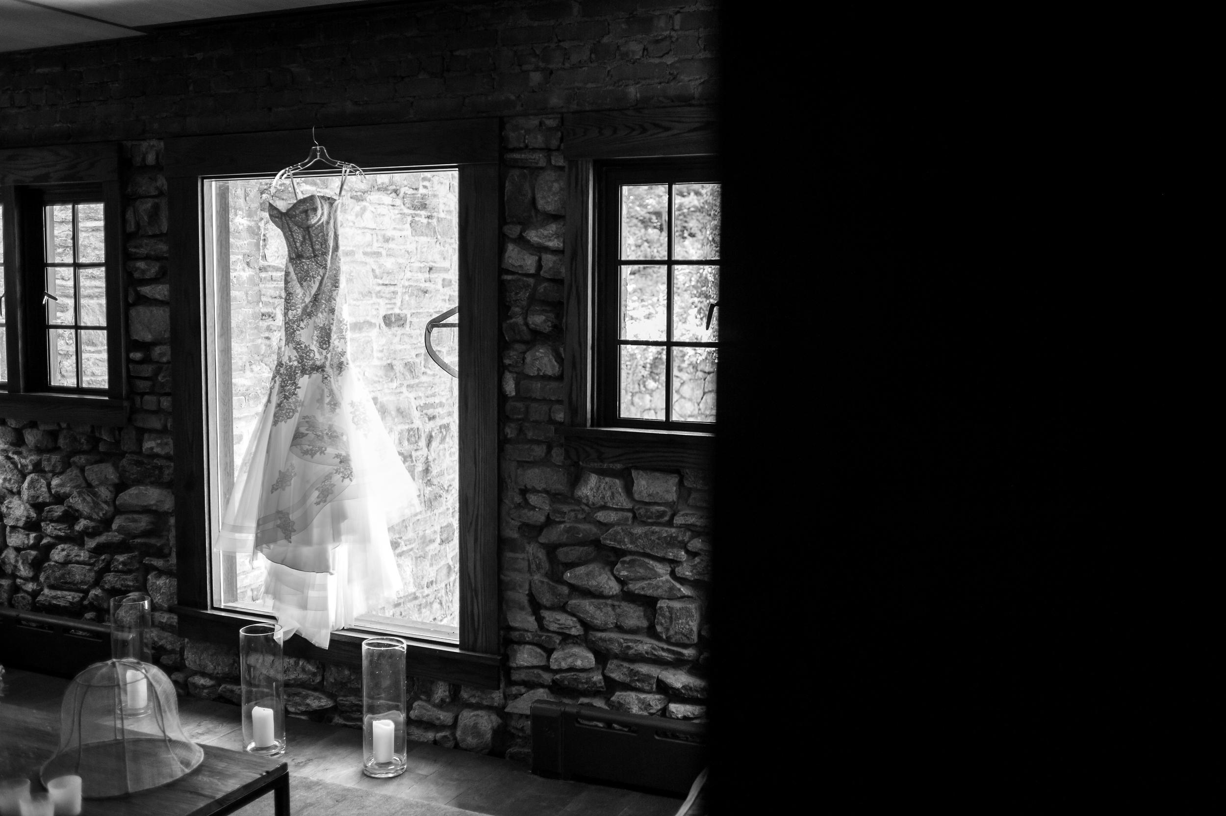 Ceci_New_York_Bride_Wedding_Blue_Hill_6.jpg