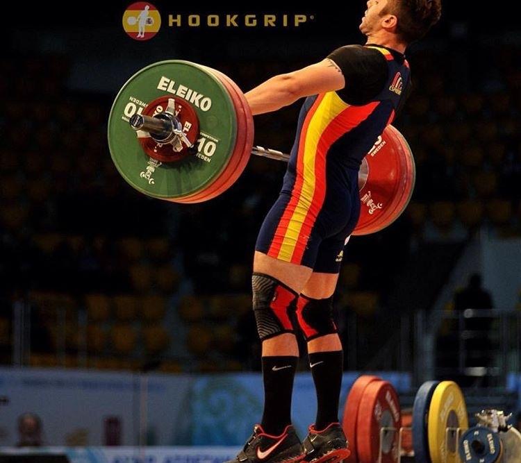 gonzalez-olympic-weightlifter-spain-weightlifting-chalk-photo-by-nat-hookgrip-snatches.JPG