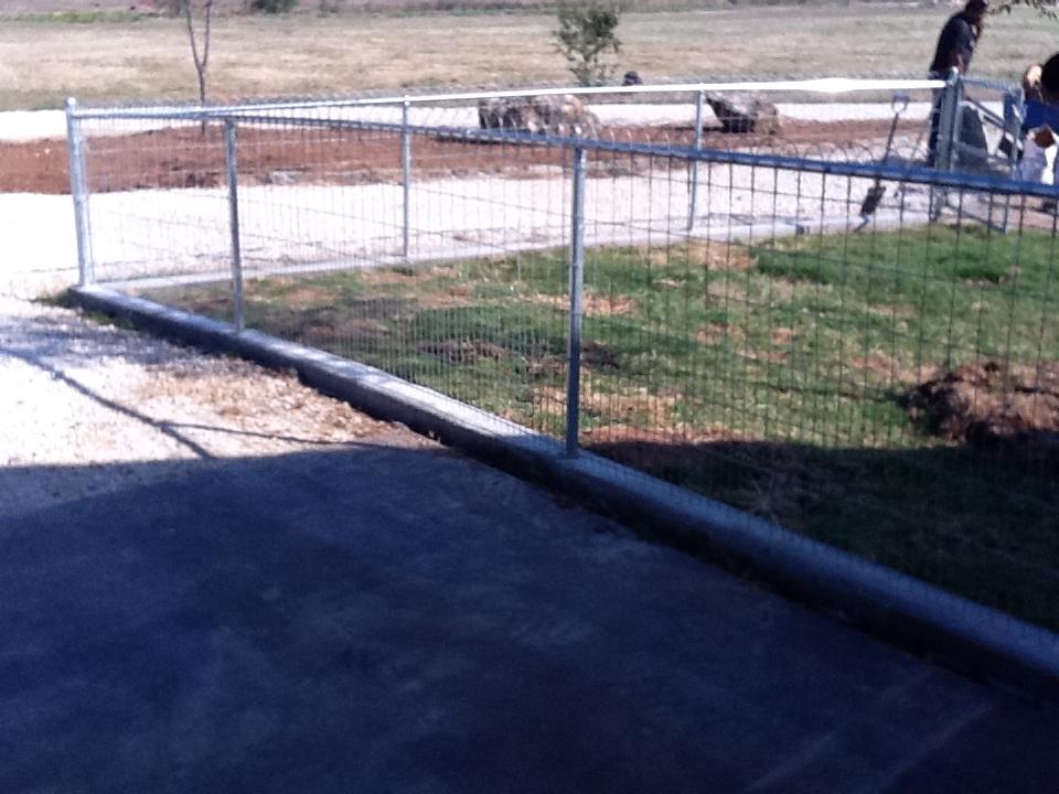 hoop wire fence.jpg