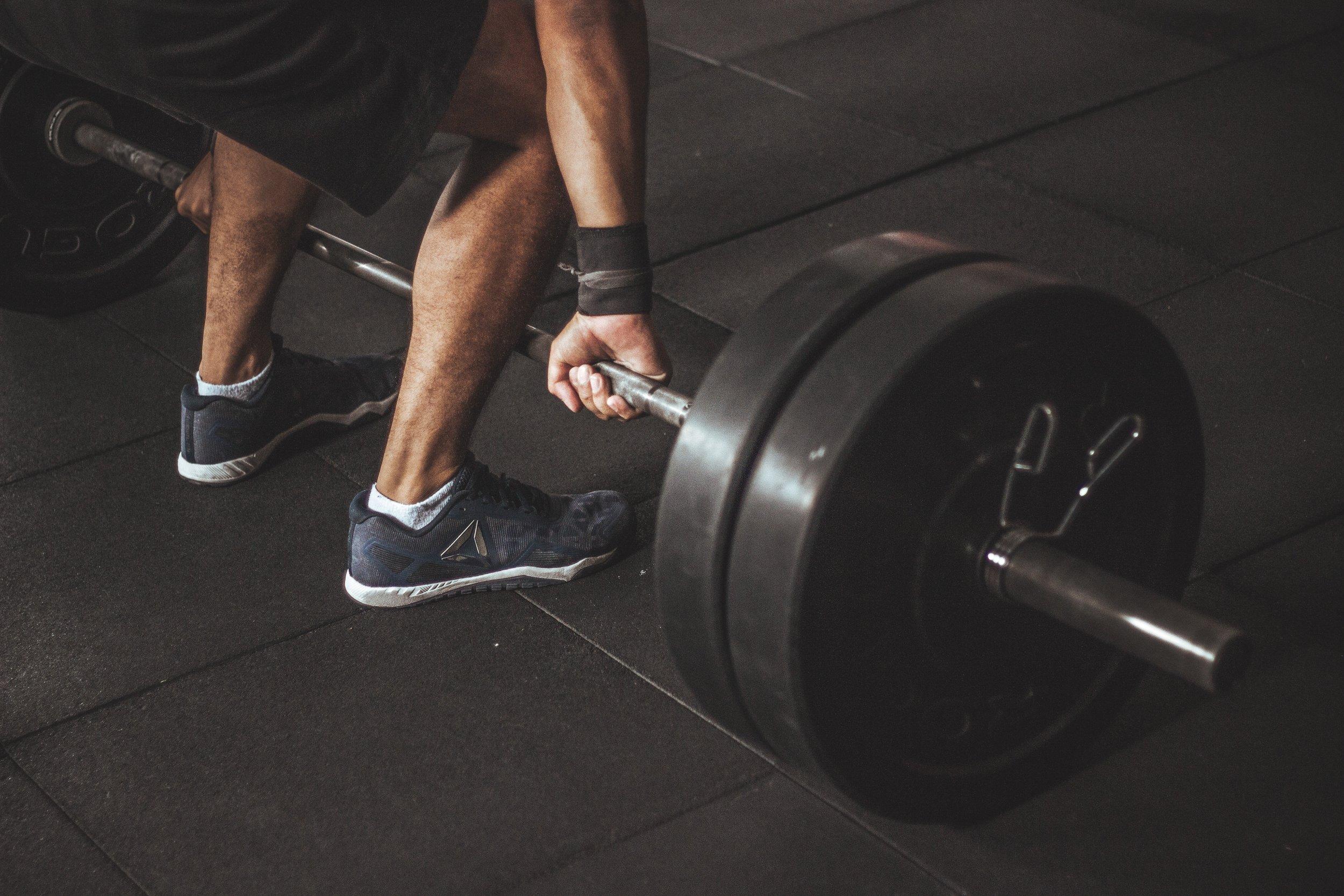 athlete-barbell-bodybuilder-949129.jpg