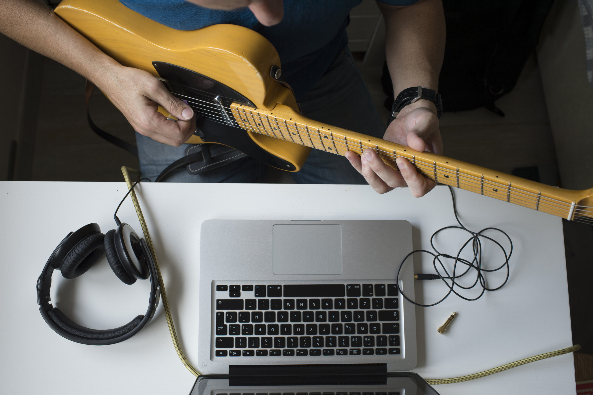 learning guitar online youtube or guitar books