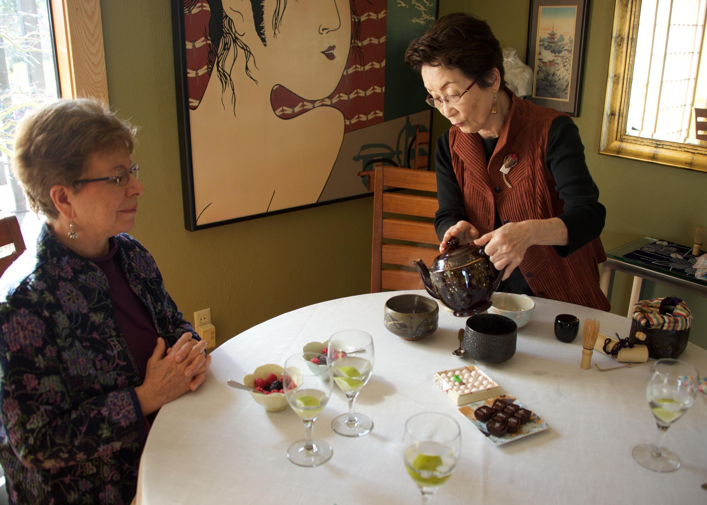 Tea masters June Moriyasu and Kimiko Gunji at Momiji-en