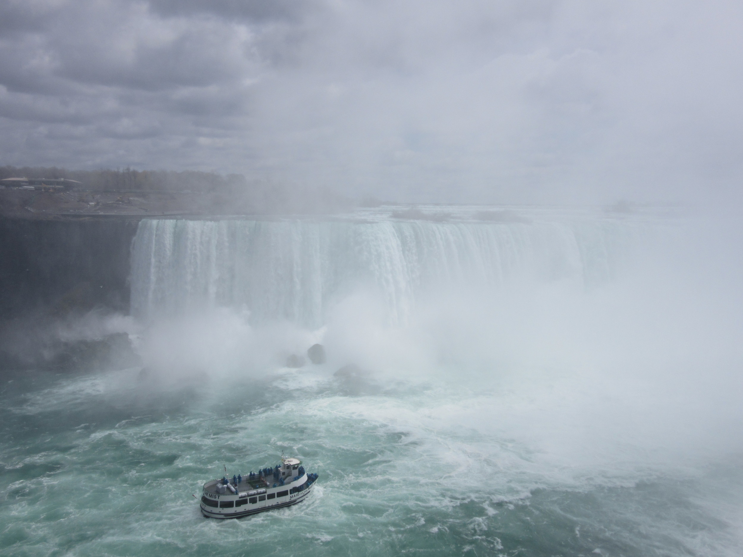 Hornblower approaching Horseshoe Falls