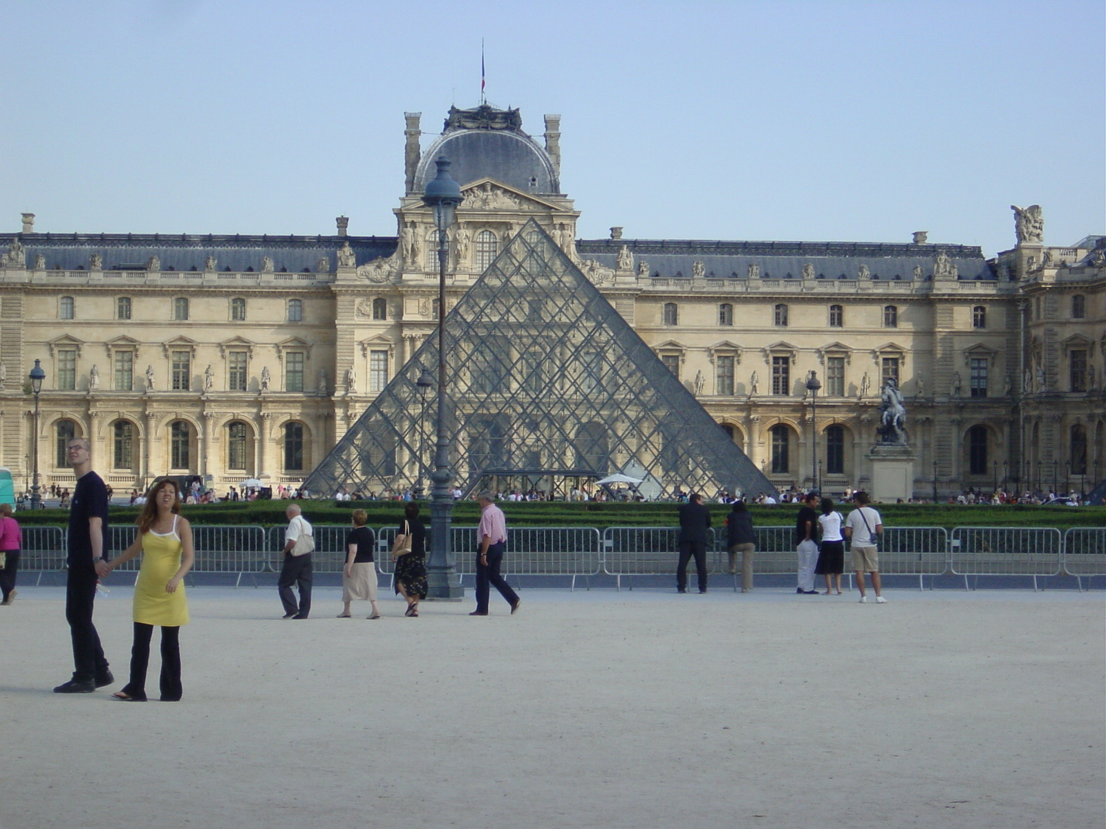 Europe 106 Louvre Pyramid.jpg