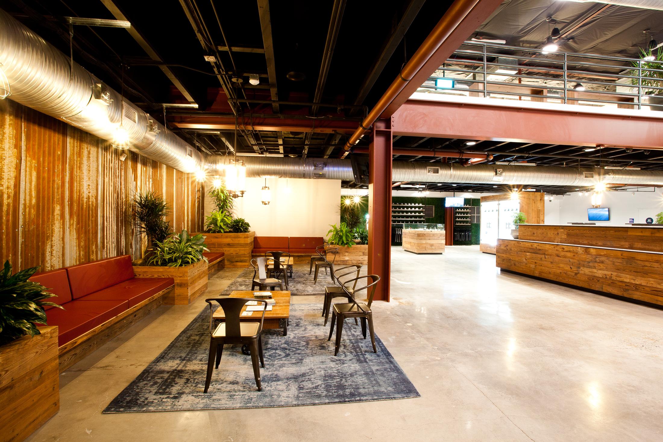 lounge_area_small.jpg
