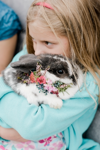 pet photo - bunny - flower collar