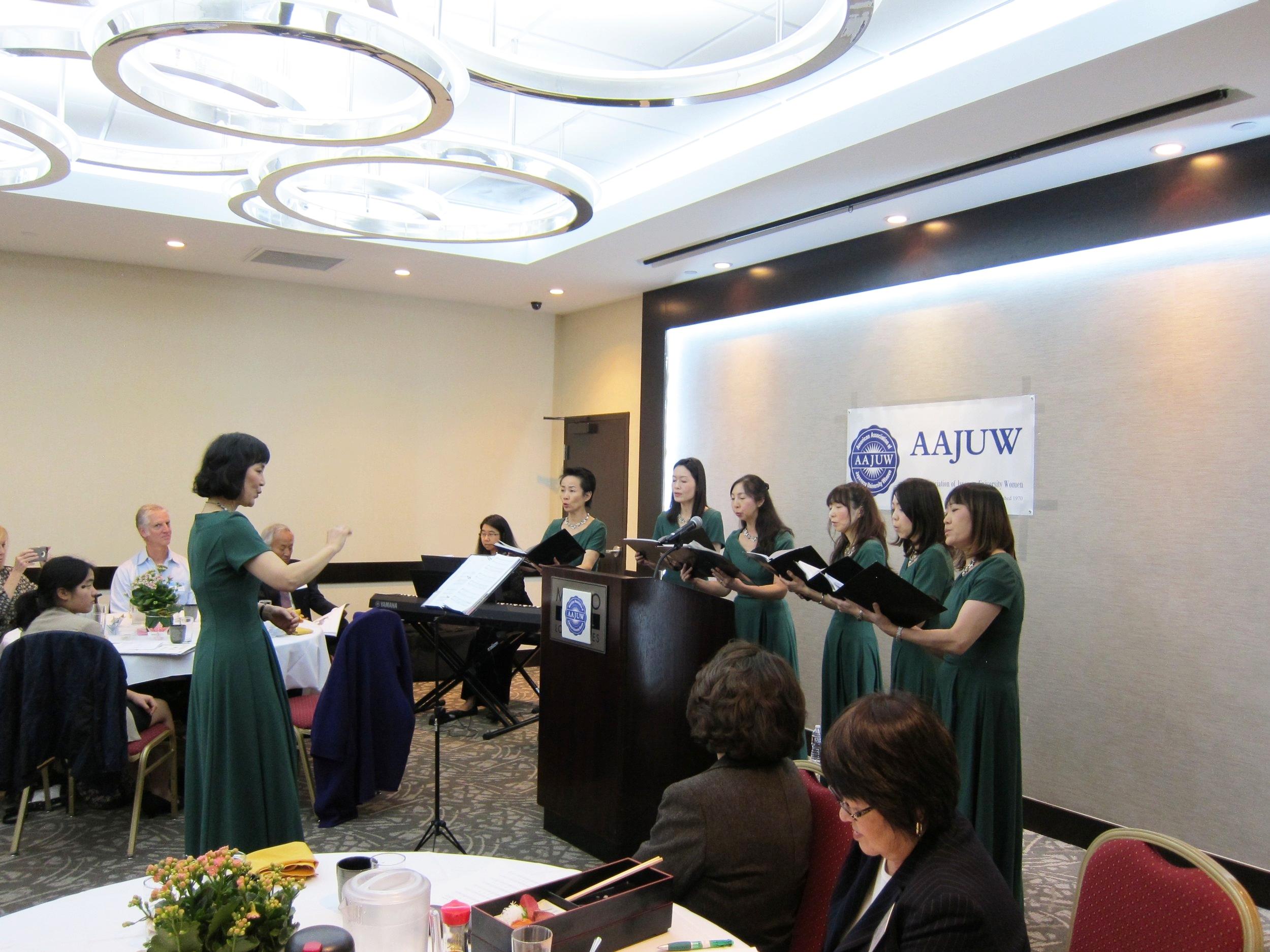 エンターテイメントは竹下圭子さんの指揮のもと女性アンサンブル・グレースノートの美しい歌声を拝聴しました